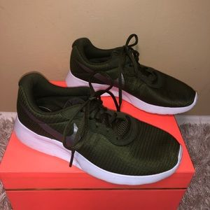 EUC Green Nike Tennis Shoes